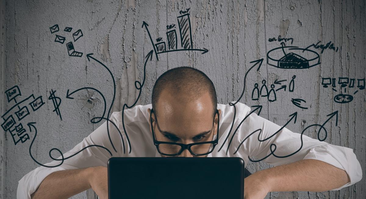 """""""Growth hacking"""", portanto, é um conceito novo que traduz uma maneira dinâmica e inteligente de ter ideias e soluções para crescimento de produtos, marcas e experiência com usuários por meio da gestão inovadora de dados e tecnologia no ambiente digital, a fim de perseguir novas formas de utilizar estratégias, informações e interações em favor do desenvolvimento de negócios."""